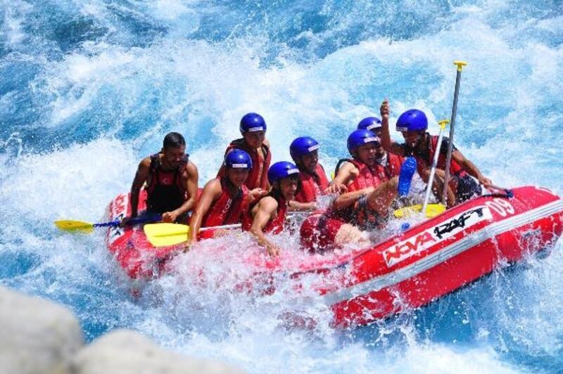 Yaylalıların geleneksel rafting keyfi