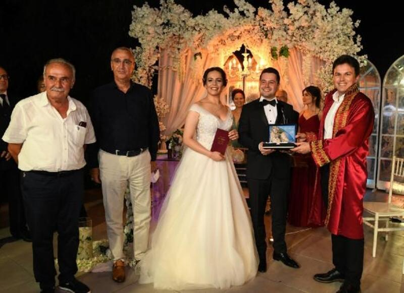 Üç ilçeyi birleştiren düğün