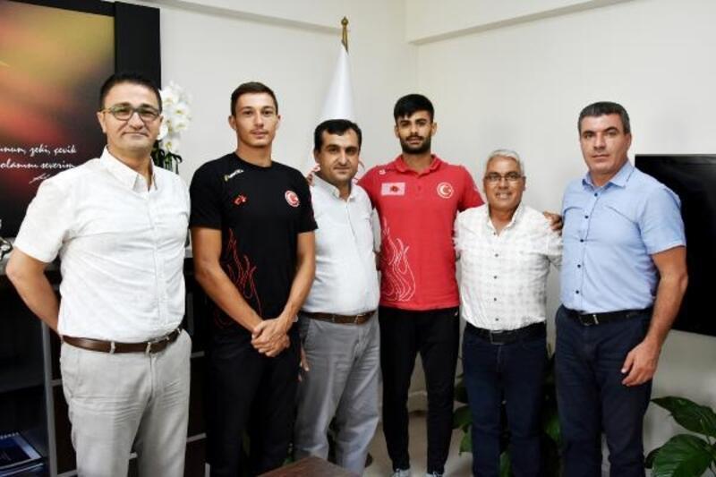 İl Müdürü Demir, rekortmen atletleri kabul etti