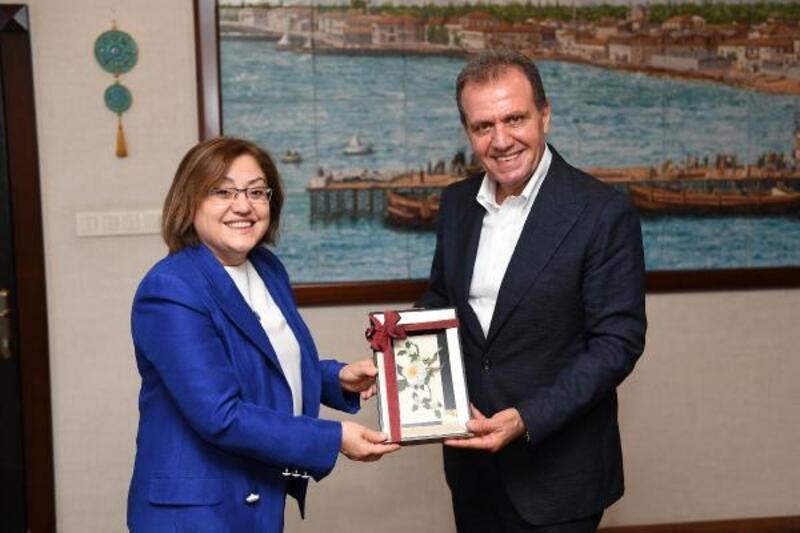 Başkan Vahap Seçer, Fatma Şahin'i ağırladı