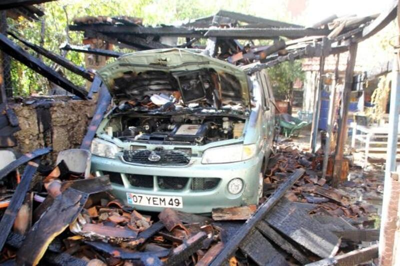 Garajdaki minibüs yandı