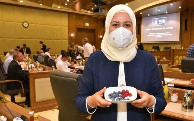 Tarım A.Ş. tarafından toplanan meyveler, Büyükşehir Meclisi'nde ikram edildi