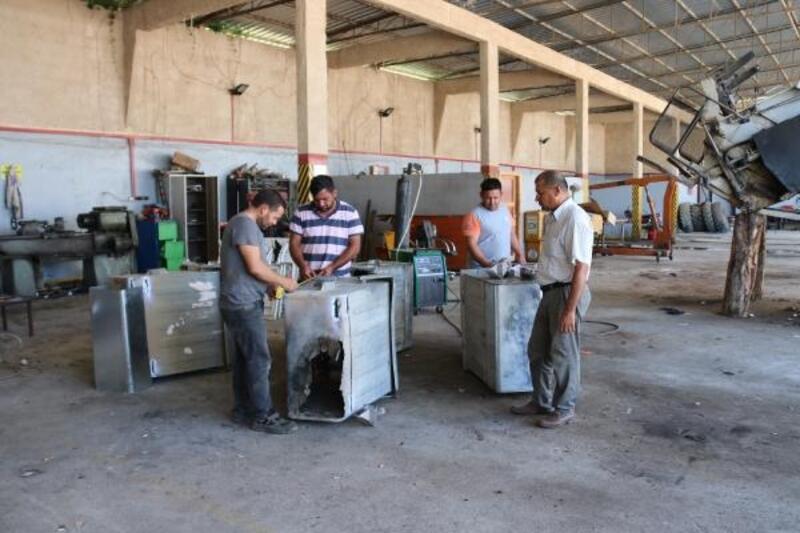 Kozan Belediyesi'nden çöp konteynerlerine bakım ve onarım