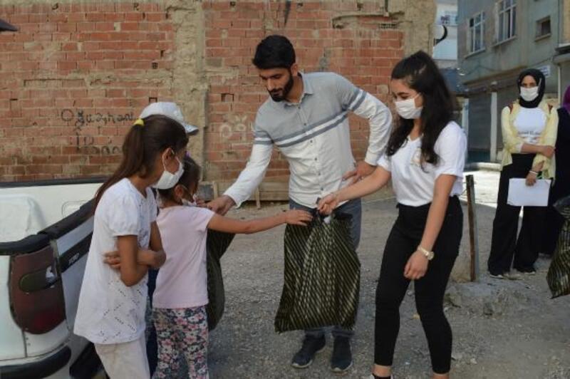 Elazığ'da bayram öncesi çocuklara kıyafet yardımı
