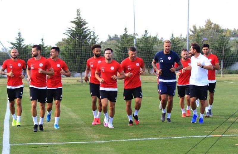 Antalyaspor'da 7 futbolcuyla yollar ayrılıyor
