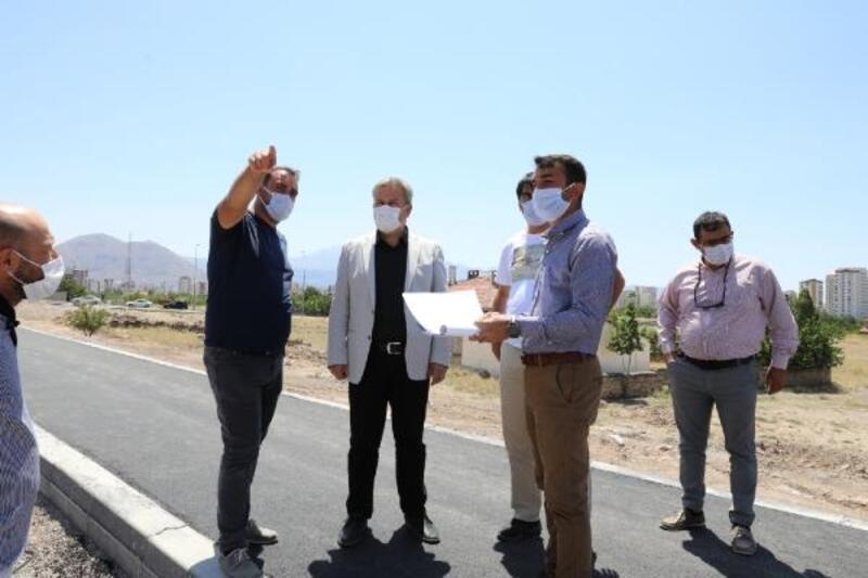 Başkan Palancıoğlu, yol yapım çalışmalarını inceledi
