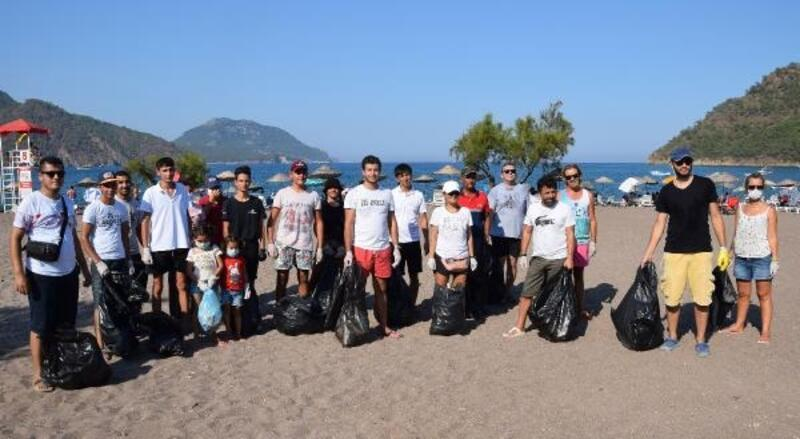 Adrasanlı işletmecilerden sahil temizliği