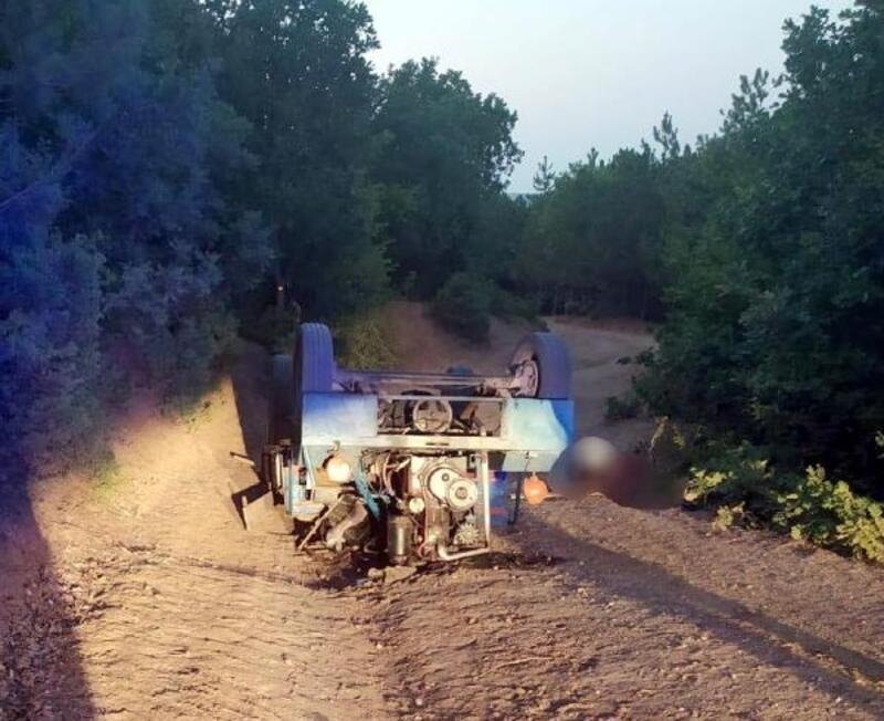 Kullandığı tarım aracı devrilen çiftçi öldü