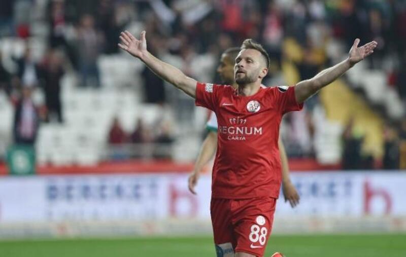 Antalyaspor'un en agresifi Hakan Özmert oldu