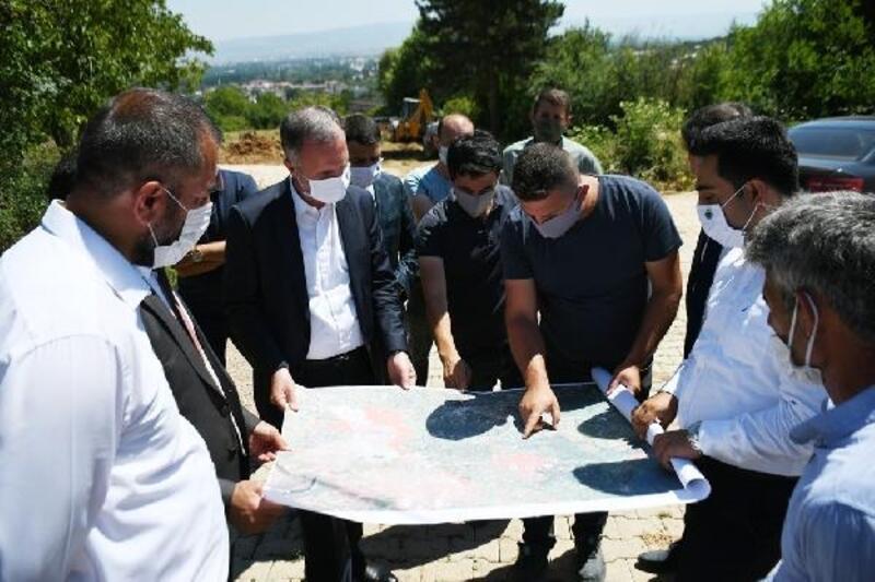 İnegöl'de Kıbrıs Caddesi'nin yol açma çalışmaları sürüyor