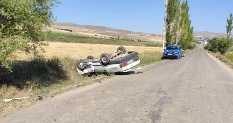 Gemerek'te otomobiller çarpıştı, sürücüler yaralandı