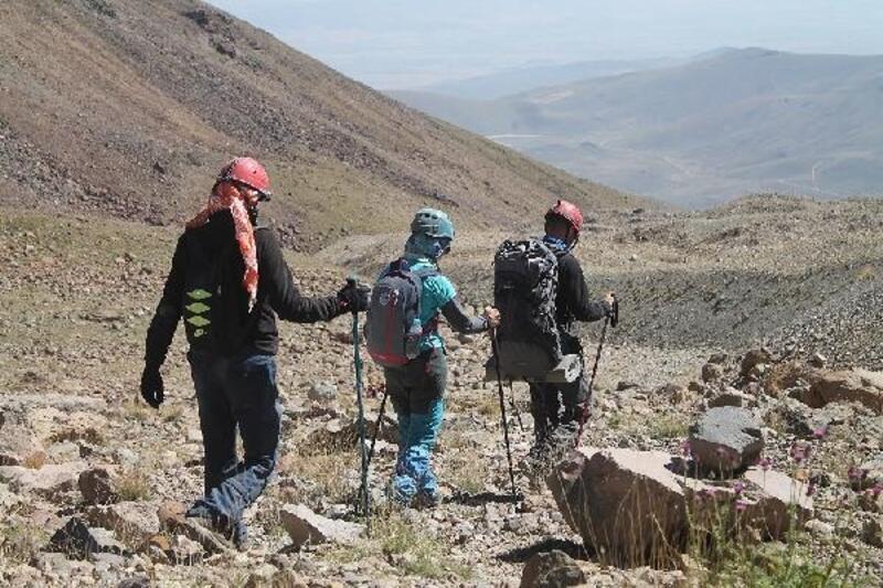 Erciyes'te zirve tırmanışı yaz boyunca sürecek