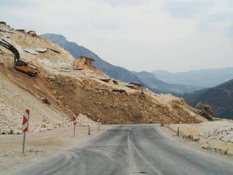 Silifke'de toprak kayması