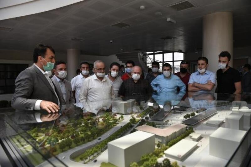İnşaat Mühendisleri Odası üyeleri Osmangazi Meydanı'nı gezdi