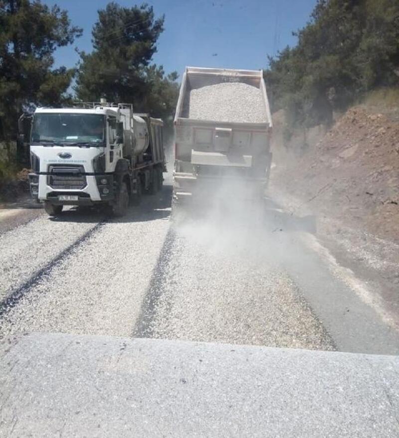 Tarsus'ta grup yolları asfaltlanıyor