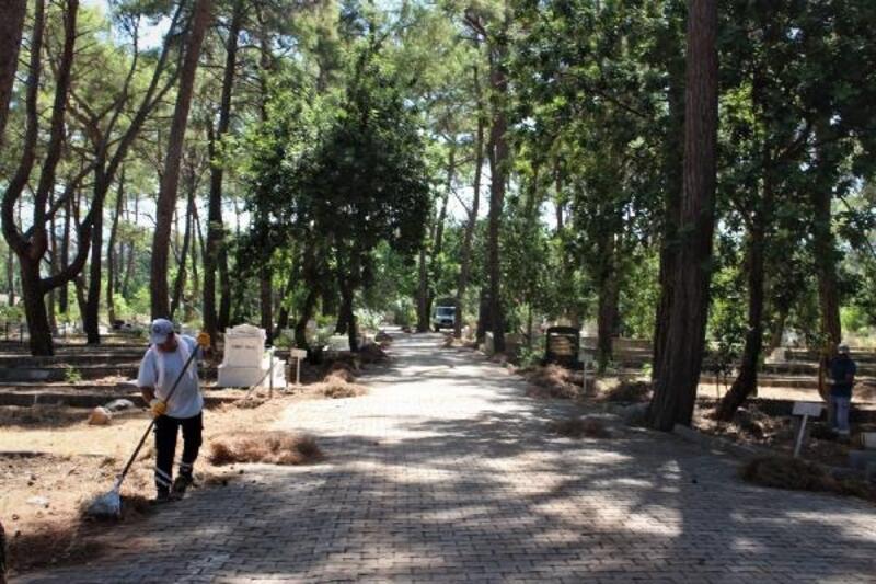 Büyükşehir'den ilçelerde mezarlık temizliği