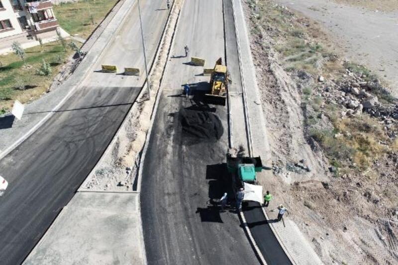 Melikgazi Belediyesi Yeşilyurt mahallesinde asfaltlama yaptı