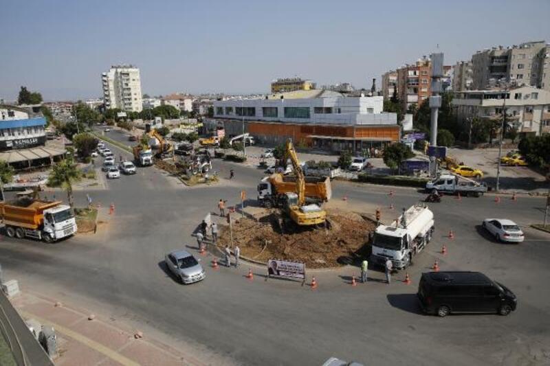 Büyükşehir, Muratpaşa ilçesinde kavşak düzenlemesi yapıyor