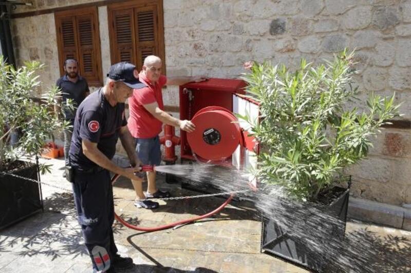 Kaleiçi'nde yangın söndürme dolapları yenilendi