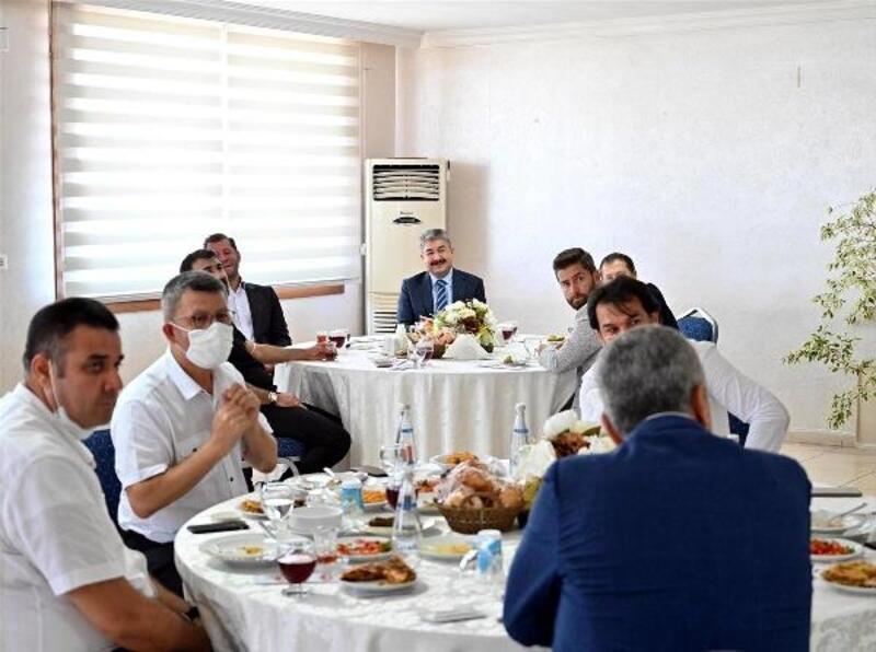 Vali Yılmaz, sanayicilerden Osmaniyespor'a destek istedi