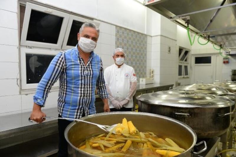 Muratpaşa Aşevi'nde hasat edilen mısırlar menüye eklendi