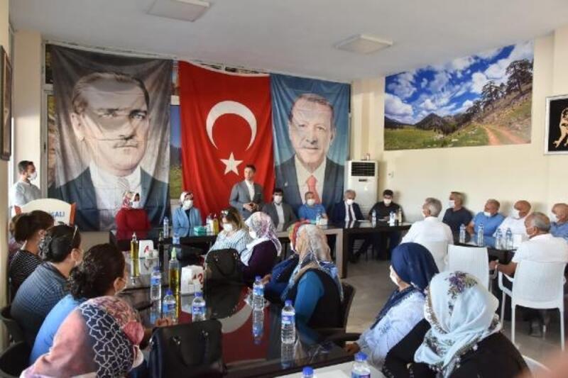 AK Parti Adana İl Başkanlığı'ndan ilçelere çıkartma