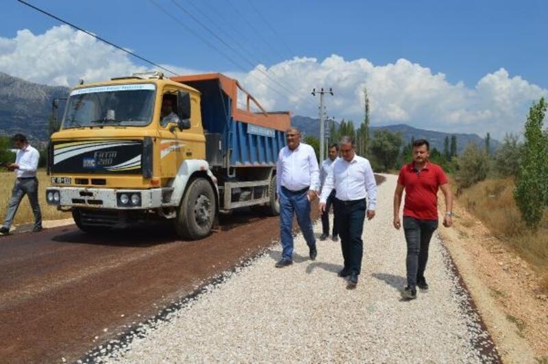 Büyükşehir'den Elmalı Akçay- Afşar grup yolunda sathi asfalt çalışması