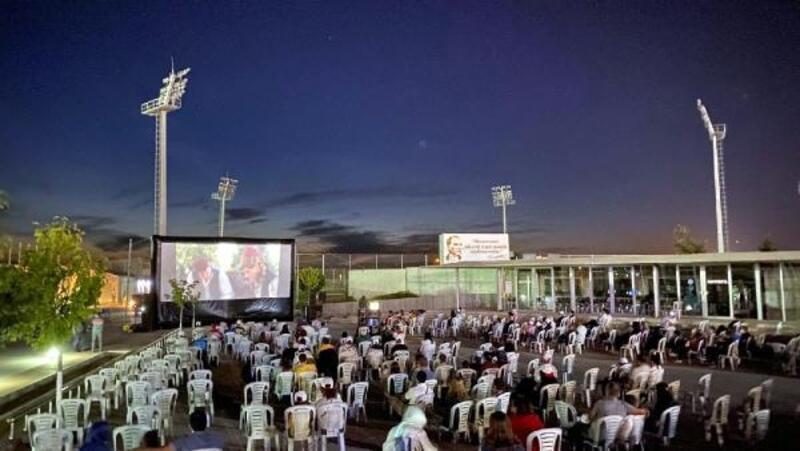 Lüleburgaz'da açık hava sinemasına yoğun ilgi