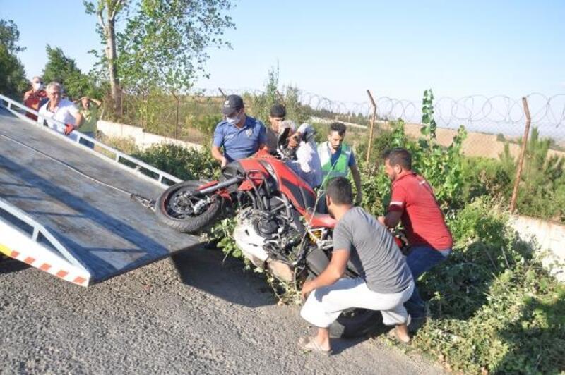 Tekirdağ'da motosiklete çarpan tarım aracı sürücüsü, olay yerinden kaçtı