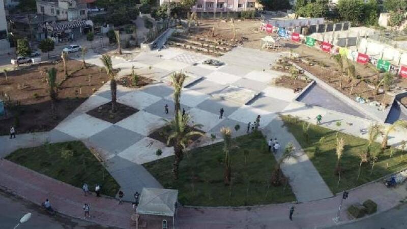 Ceyhan kent meydanında çalışmalar devam ediyor