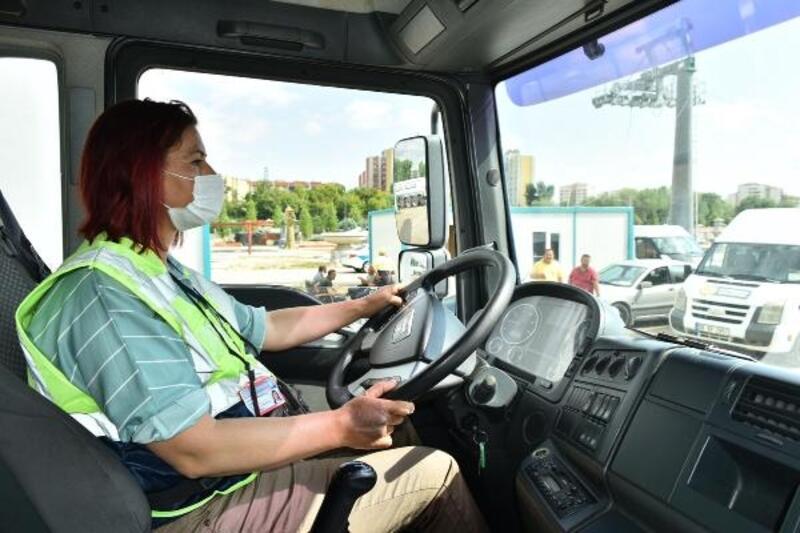 Su tankeri ve süpürge araçlarını kadın şoför kullanacak