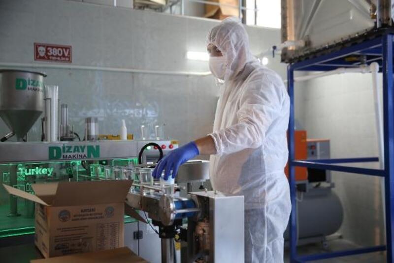 Belediyeden koronavirüs hastalarına özel pakette su