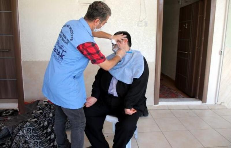 Akdeniz'de evde temizlik ve kişisel bakım hizmetleri devam ediyor