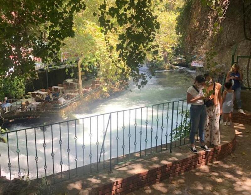 Düden Şelalesi'nde ziyaretçilerin güvenliği için önlem alındı