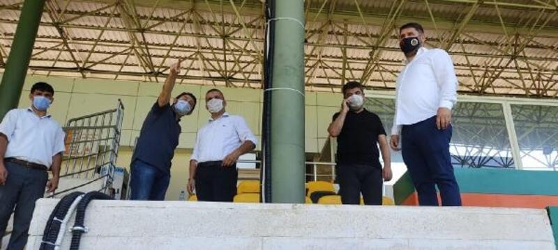 Alanyaspor'un stadında yoğun çalışma