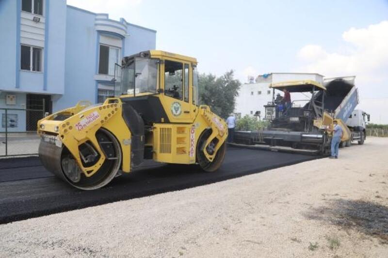 Yüreğir'de asfalt çalışmaları devam ediyor