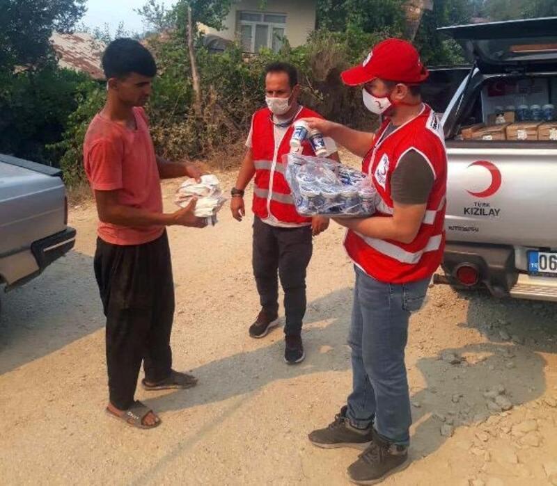 Kızılay'dan, Kozan'da yangından etkilenen köylülere 3 öğün yemek