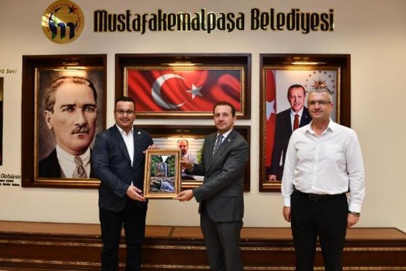 AK Parti Bursa Milletvekili Kılıç, Mustafakemalpaşa Belediye Başkanı Kanar'ı ziyaret etti