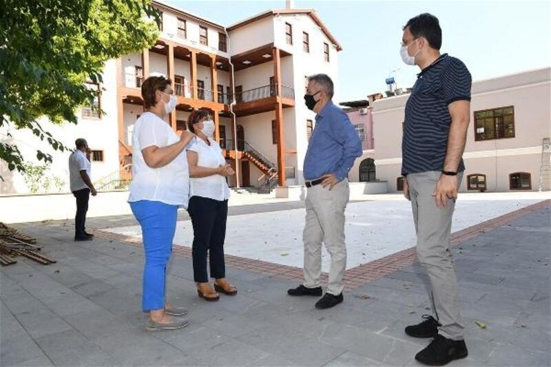 Vali Süleyman Elban, Tepebağ Ortaokulu'ndaki restorasyon çalışmalarını inceledi