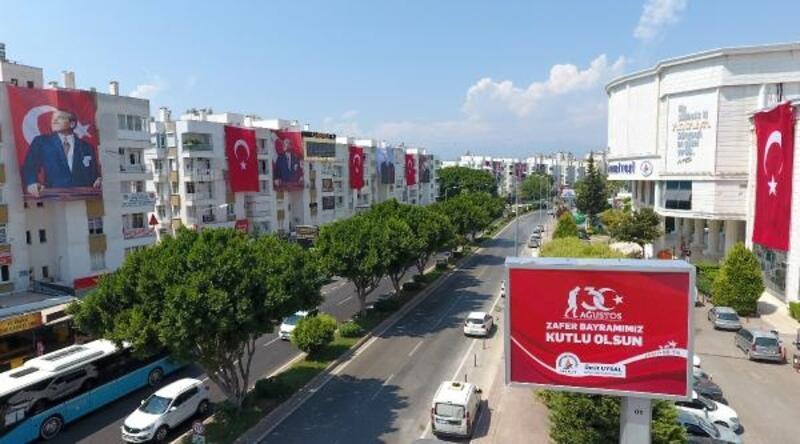 Muratpaşa'da esnafa 10 bin Türk bayrağı