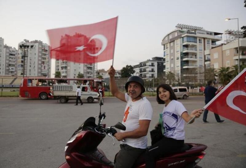 Muratpaşa ve Manavgat'ta mobil konser düzenlendi