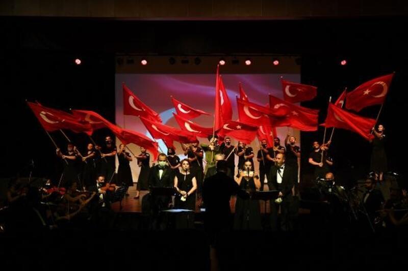 Mersin Şehir Tiyatrosu 'Anadolu Toprağı Uyanıyor' oratoryosu ile perde açtı