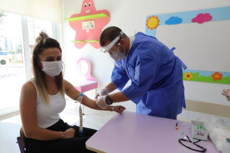 Mersin'de öğretmenlerekoronavirüs testi