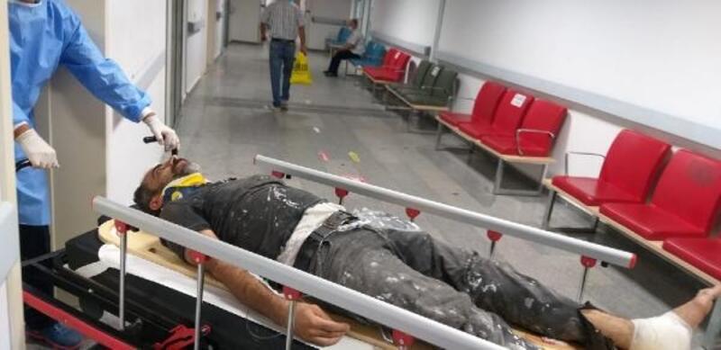 Çatıdan merdiven boşluğuna düşen işçi yaralandı