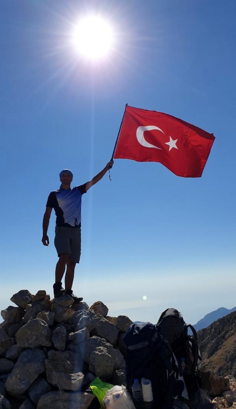 Tunç Dağı zirvesinde bayrak açtılar