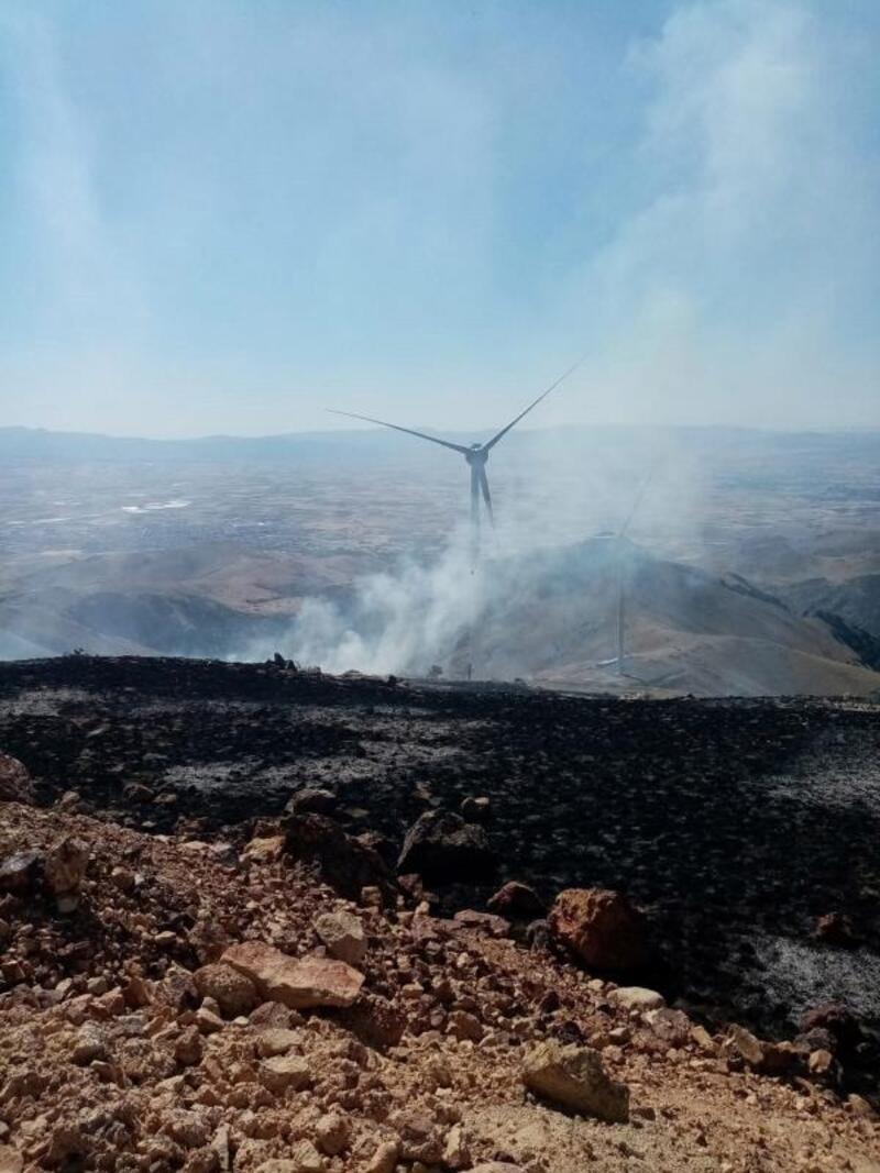 Çakmaktepe'de ot yangını