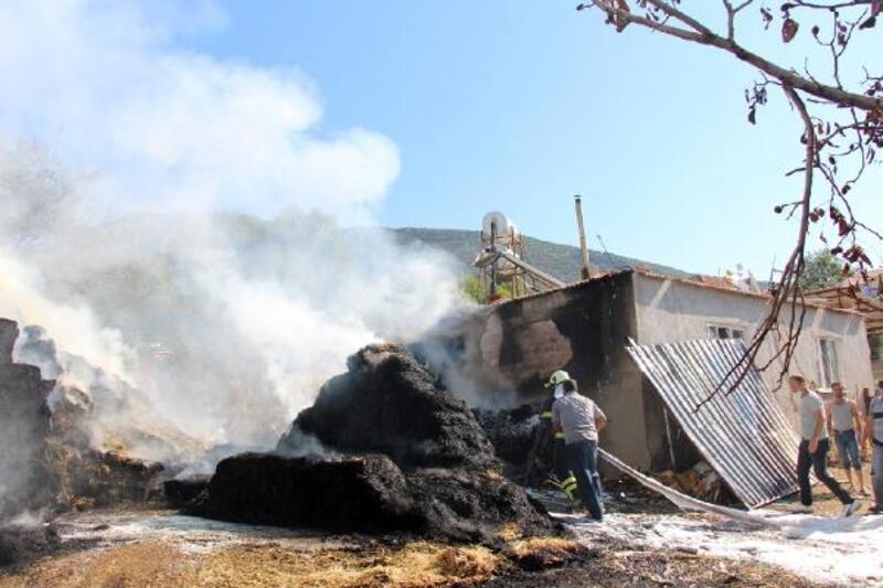 Saman balyaları ve ev yandı