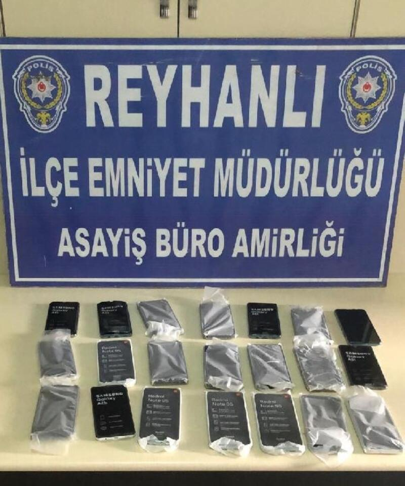 Şüphe üzerine durduruldu, elindeki poşette 21 adet kaçak cep telefonu bulundu