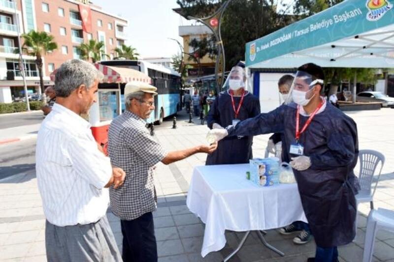 Tarsus'ta vatandaşlara ücretsiz maske