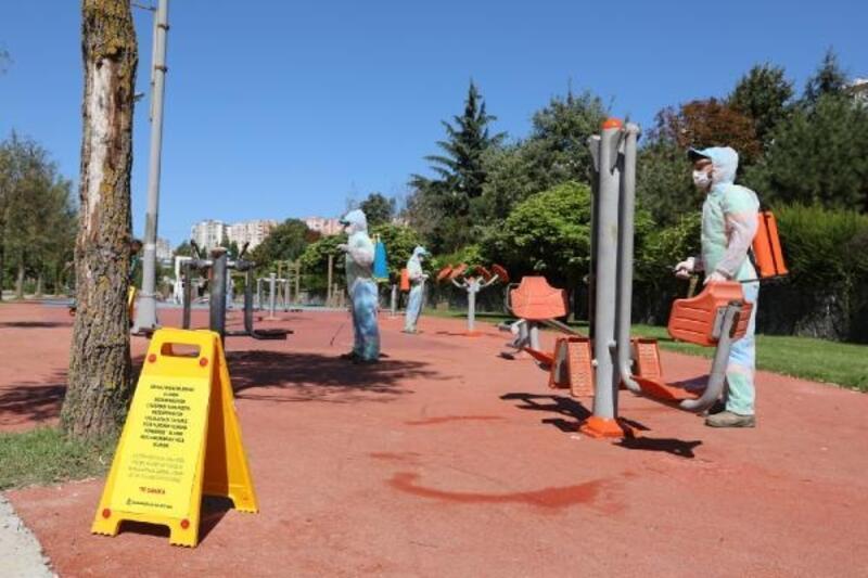 Başakşehir'de çocuk parkları virüse karşı dezenfekte edildi
